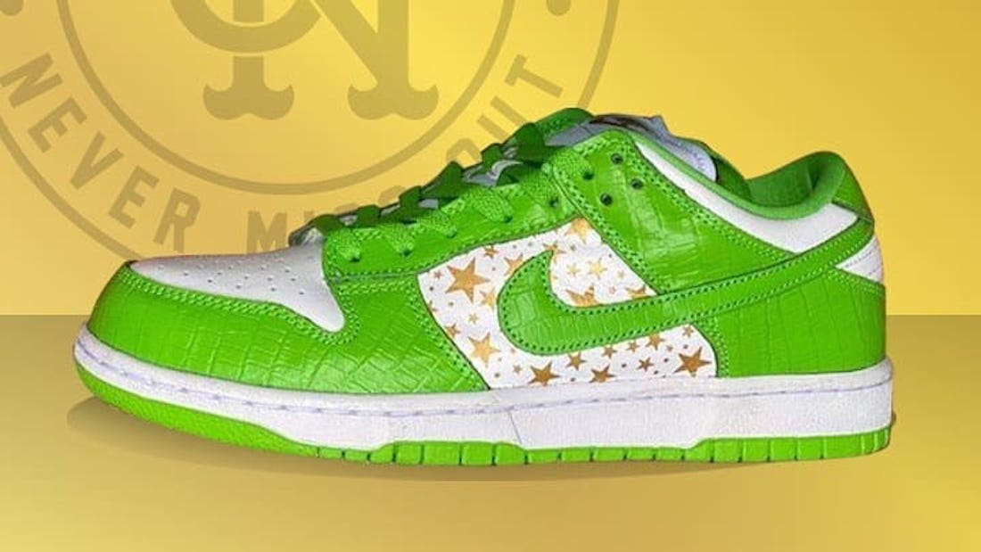 Photo de la sneaker Supreme x Nike SB Dunk Low White/Metallic Gold-Mean Green